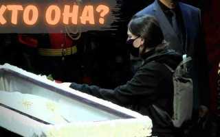 Плачущая у гроба девушка! На похоронах Ланового заметили тайную внучку! Никто не ожидал