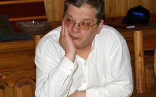 Больной раком телеведущий Александр Беляев пережил тяжелую операцию и еле ходит