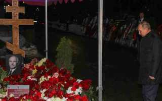 Путин возложил цветы к могиле Ланового! Сын актера держал супругу по руки! Ужасный день