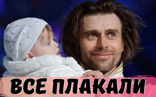 Арена вся рыдала! Петр Чернышев — муж Анастасии ЗАВОРОТНЮК взял с собой на лед годовалую дочь…